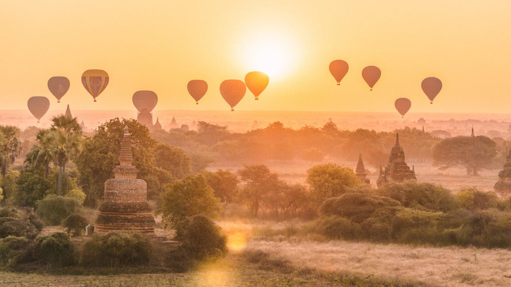 Bagan sunrise with balloons